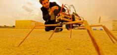 Erkin Bayirli und seine Bambus-Roboterspinne. © dadaX