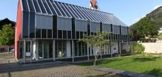 Solarschule Dafins (Baujahr 1990), Planung Hermann Kaufmann, Sture Larsen, Walter Unterrainer