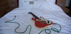 While my guitar gently sleeps | Seppo Gründler (A) Hotel Altes Kloster, Foto: Lena Tikhonova
